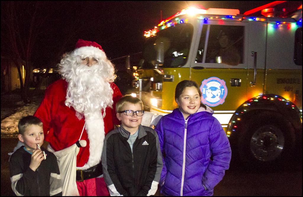 Santa makes early stops in Chewelah