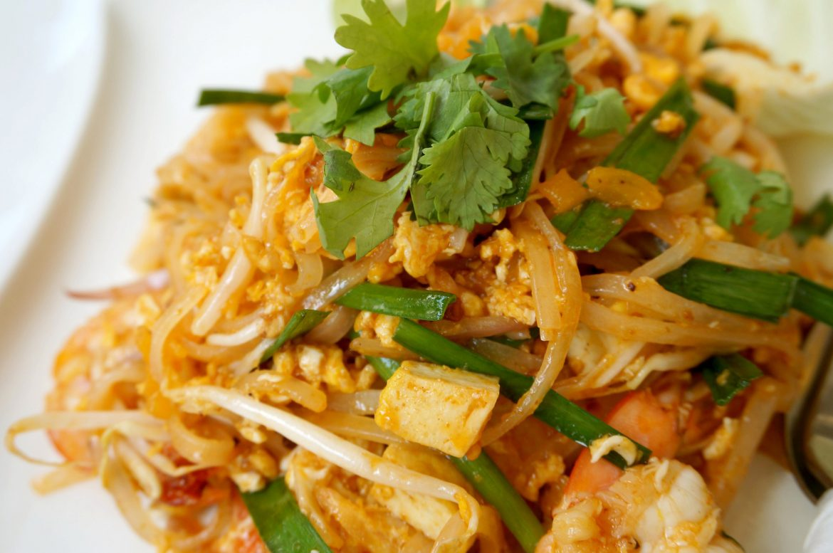 HOW TO MAKE: Easy Pad Thai