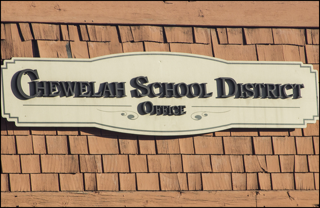 Chewelah School Board holding special meeting tonight about communication